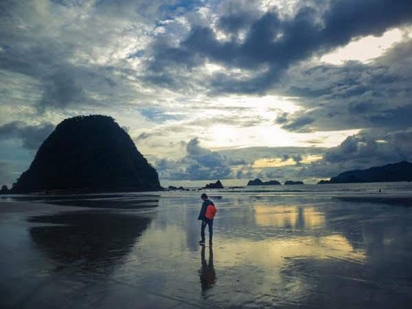 Pesona Pantai Merah, Juaranya lokasi Surfing di Banyuwangi