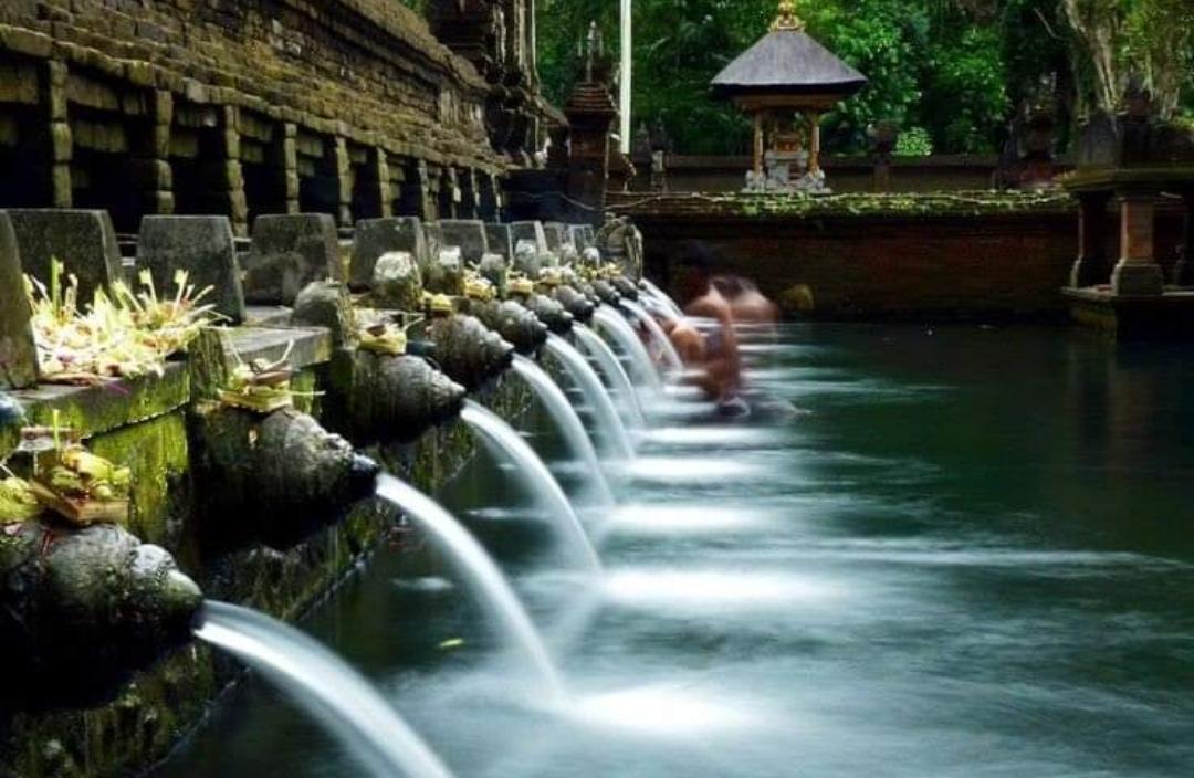 Pura Tirta Empul, keindahan + khasiat air suci