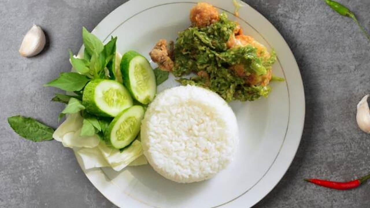 Resep dan Cara Membuat Ayam Geprek Sambal Ijo